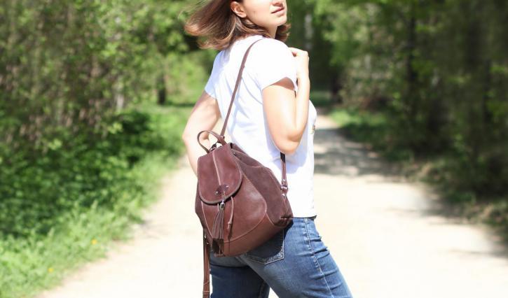 """<a href=""""/ryukzaki-iz-naturalnoi-kozhi/zhenskii-ryukzak-nebolshogo-razmera."""">Кожаный  женский рюкзак небольшого размера.</a>"""