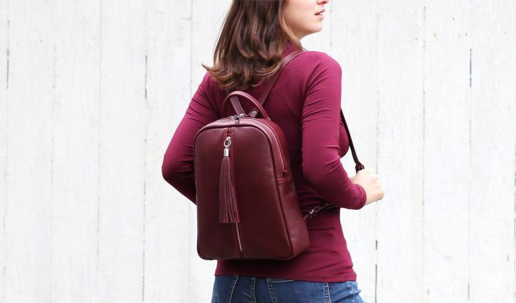 """<a href=""""/ryukzaki-iz-naturalnoj-kozhi/kozhanyj-zhenskij-ryukzak-srednego-razmera"""">Кожаный  женский рюкзак среднего размера.</a>"""